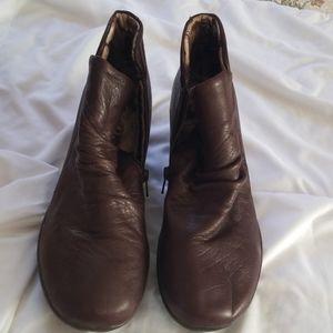 Skechers memory foam leather upper ankle boot